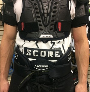 shoulder-pad-fit-hockey